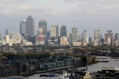 UK employers stick to 2.5% pay deals in April - XpertHR
