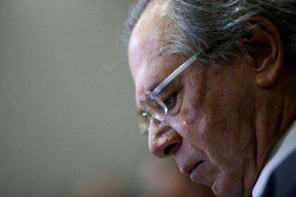 """Guedes diz que renunciará se Previdência virar """"reforminha"""", revela Veja"""