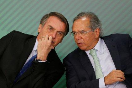 Bolsonaro diz que casamento com Guedes segue mais forte do que nunca