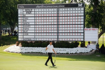 Na overcomes double-bogey to lead, Spieth two back