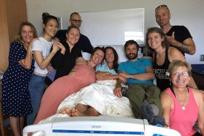 Encuentran viva a profesora de yoga después de 17 días perdida en el bosque de Hawái