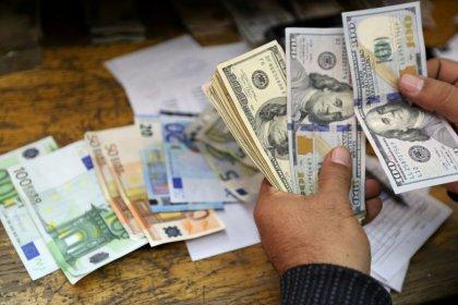 Euro in calo da massimo di due mesi e mezzo