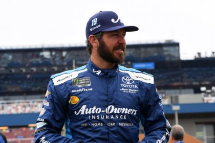 NASCAR notebook: Yellow comes at wrong time for Truex