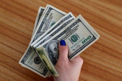 Dollaro risale dopo breve calo su dati inflazione Usa