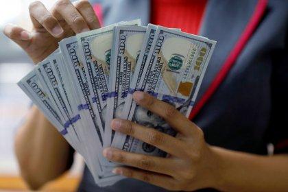 Dollaro lievemente indebolito, segue calo rendimento Treasuries