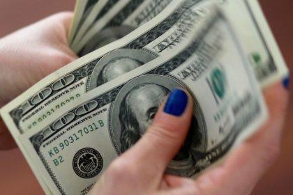 Dollaro sui massimi di seduta dopo vendite dettaglio Usa sopra attese
