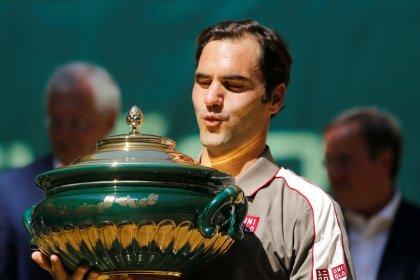 Federer calienta motores para Wimbledon ganando Halle por décima vez