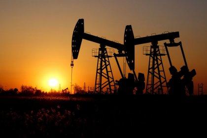 Oil prices in balance between demand worries, U.S.-Iran tensions