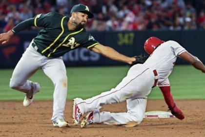 MLB roundup: Kimbrel nails save in Cubs debut
