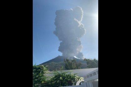 مقتل شخص بعد ثوران بركان على جزيرة سترومبولي الإيطالية
