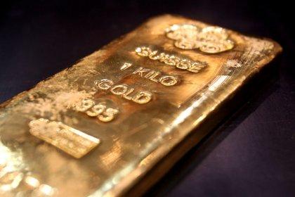 الذهب ينزل مع تعزز الدولار قبل شهادة باول
