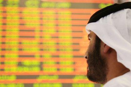بورصة السعودية تصعد بدعم من البنوك، ومصر تهبط بفعل موجة بيع