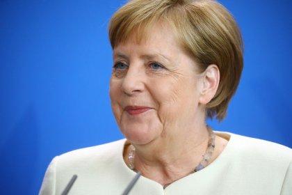 Merkels Zittern befeuert Debatte um Länge ihrer Amtszeit