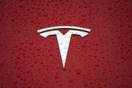 Tesla отказывается от самых дешевых версий Model X и S