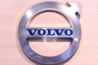 Truckmaker Volvo beats expectations, picks Samsung for batteries