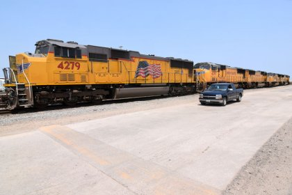 Union Pacific quarterly profit beats estimates on price gains