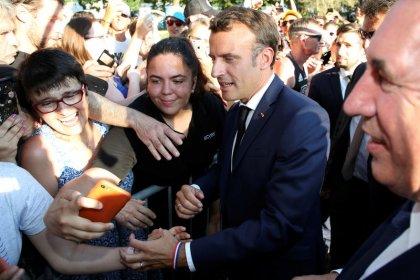Macron interpellé sur les violences policières