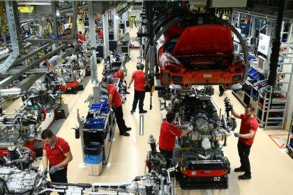 Eurostat: Zona euro, produzione industriale giugno -1,6% su mese (attese -1,4%)