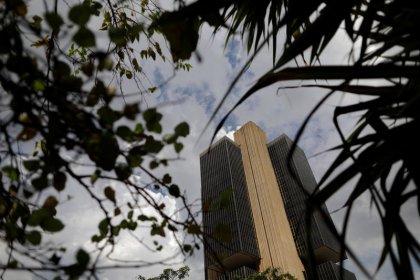 Nova atuação no câmbio pode reduzir dívida, mas objetivo é regular mercado, diz BC