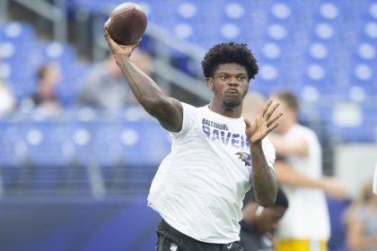 Rodgers advises Ravens' Jackson to 'slide a little bit'