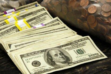 Dólar avança ante real com cautela ligada à disputa comercial entre EUA e China