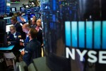 Wall St. rallies on stimulus cheer, Apple leads tech gains