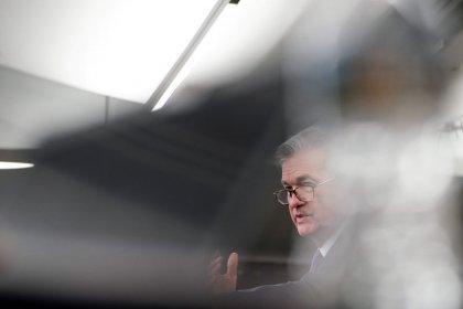 Borsa Usa risale da minimi dopo parole Powell, pesano dazi cinesi