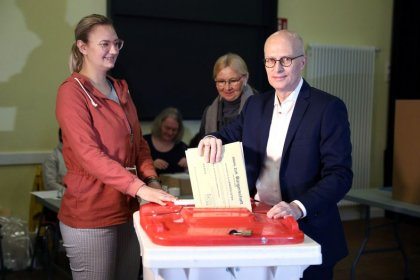 Germany's SPD biggest party in Hamburg state vote, Merkel's party third