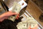 Dólar recua ante real com alívio por PEC Emergencial