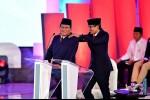 Sandiaga Pijat Prabowo di Debat Pilpres: Biar Rileks