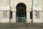 Borsa Milano debole con Stm, sale Tim