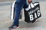 Britse winkelverkopen trekken aan