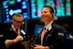 S&P 500 tiếp tục lập kỷ lục sau quyết định lãi suất từ Fed