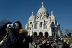 Face au tourisme de masse à Paris, Montmartre résiste tant bien que mal