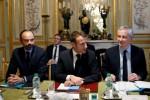 """""""Gilets jaunes"""" : après ses mesures sociales, Macron obtient l'aide des banques"""