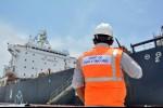 Kapal Tanker Asal Tuvalu Sandar di Terminal Pelabuhan Kuala Tanjung