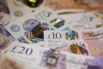 Pound Suffers Setback After 8% Rally as Brexit Deal Put on Hold