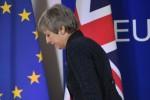 Les anti-Brexit dans la rue, May s'active pour convaincre les députés