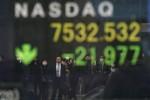 Stocks Mixed; Gold Climbs as Bonds Hold Advances: Markets Wrap