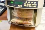 Cambi: lieve calo euro a 1,1365 dollari