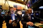 Wall Street, scrutant les tensions entre Chine et USA, ouvre en hausse