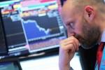 Dow Jones lao dốc hơn 450 điểm, S&P 500 sụt gần 2%