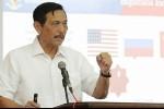 Disebut Siap Cium Kaki Prabowo, Luhut: Itu Hoax