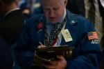 Wall Street hésite, entre commerce, pétrole et semi-conducteurs