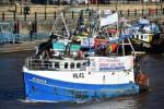 Des pêcheurs remontent la rivière Tyne contre le report du Brexit