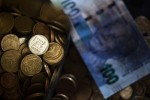South African Rand Extends Decline After GDP Contracts in 3Q