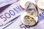 Σε χαμηλό έξι μηνών το ευρώ