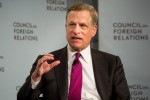 Fed's Robert Kaplan 'Inclined' to Reassess Rates Amid Yield-Curve Angst