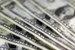 """""""Πέφτει"""" το δολάριο μετά τις νέες απειλές της Πιονγιάνγκ"""