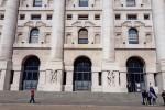 Borsa: Milano chiude in calo,pesano auto